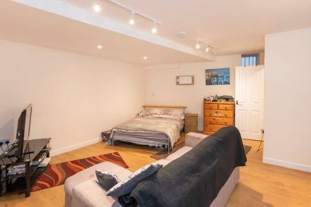 Basement Flat, 26 Mill Street